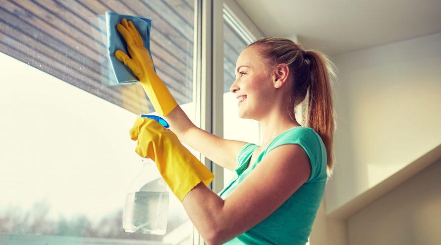 نظافت درب و پنجره دو جداره 890x495 - نظافت درب و پنجره دو جداره