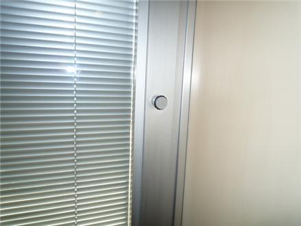 پرده کرکره شیشه دو جداره - پرده های کرکره در بین شیشه های دو جداره چه مزیتی دارد؟